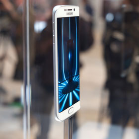 Galaxy S6 and S6 edge edging out competition